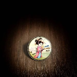 25 mm Printed Pin Geisha