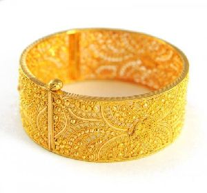 Gold Bracelet 01