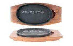 Iron Sizzler Plate Oval with Wooden Base