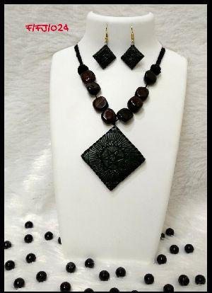 Handmade Necklace Set 06
