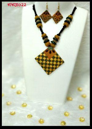 Handmade Necklace Set 08