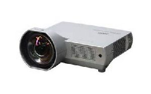 Sanyo Intros Short Throw LCD Projector