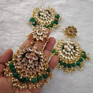 Modern Earrings Maang Tikka Set