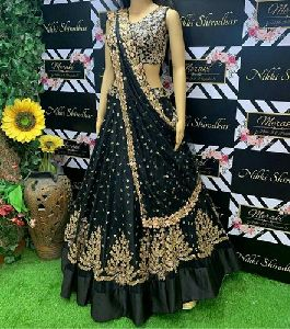 Heavy Embroidered Taffeta Silk Lehenga