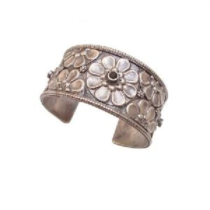 ANTIQUE FLOWER DESIGN OLD SILVER VINTAGE LOOK TRIBAL GYPSY CUFF BANGLE