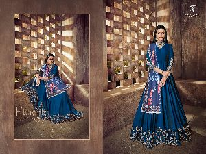 39001 Heavy Tapeta Sarteen and Silk Long Suit