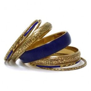 PRETTY FLOWERED BANGLE SET