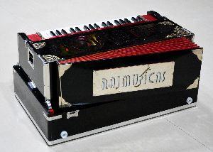 3 Line 9 Scale Harmonium 05