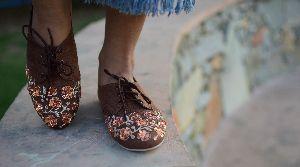Ladies Embroidered Footwear 14