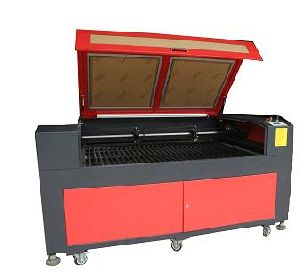 CO2 Laser Cutting Machine (LE205)