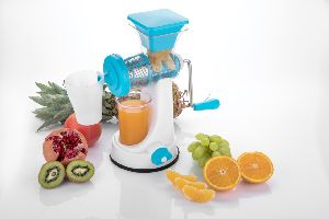 Plastic Hand Fruit Juicer