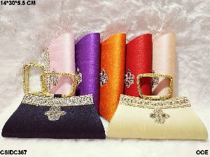 Beautiful clutch with handle