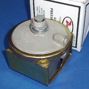 Dwyer 1823-2 Low Differential Pressure Switch Range 0.5 -2.0 Inches wc