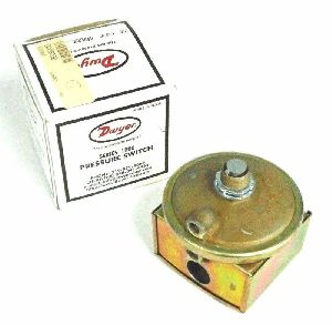 Dwyer 1823-5 Low Differential Pressure Switch Range 1.5 -5.0 Inches wc
