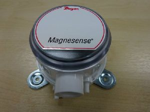 Dwyer MS-311 Magnesense Differential Pressure Transmitter