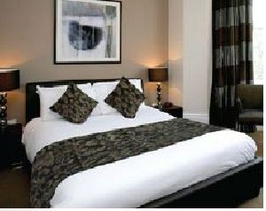 BR 003 Double Bed Runner & Cushion Cover Set