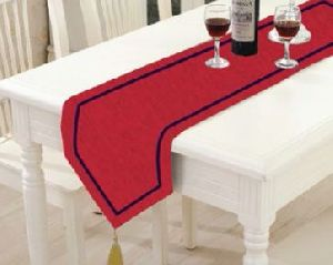 TR-007 Triangular Table Runner