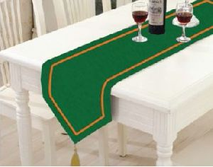 TR-009 Triangular Table Runner