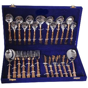27 Piece Cutlery Set