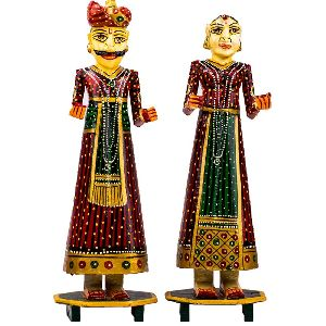 Adorable Wooden Couple Statue