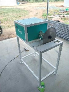 Dry Copra Cutting Machine