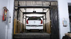 Open Workshop Car Lift