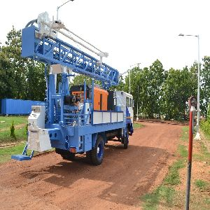 Truck mounted hydraulic water well drilling rig