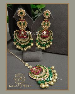Kundan Earrings and Maang Tikka Set