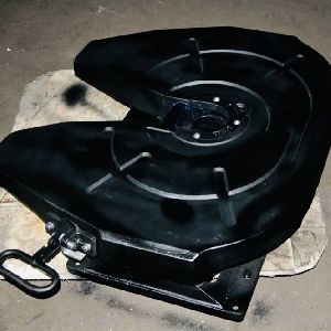 Fifth wheel coupling for trucks