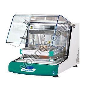 Shaking Laboratory Incubator