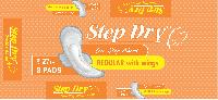 Step Dry Regular with Wings Sanitary Pad 01