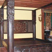 Lotus Pillar Canopy Bed