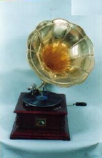 Antique Gramophone (8153)