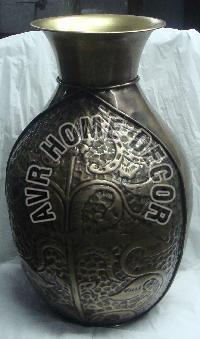 AVR-4015 Iron Flower Vase