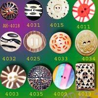Fancy Horn Button 02