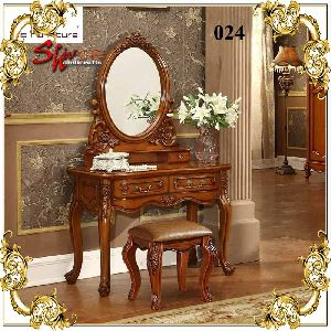 024 Wooden Dressing Table