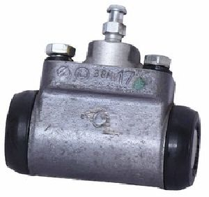 Bajaj GC-1000 3 Wheeler Right Wheel Cylinder