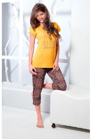 JL-CP-15889 Ladies T-Shirt and Capri Set