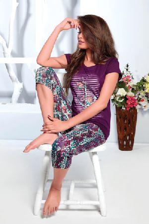 JL-CP-15907 Ladies T-Shirt and Capri Set