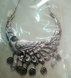 Handcrafted Fashion Necklace 06