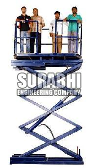 Scissor Lift with Revolving Top