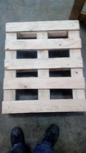 4 Way Wooden Pallets 04