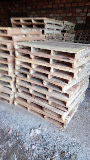 4 Way Wooden Pallets 05
