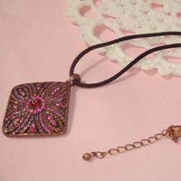 Artificial Pendant Necklace