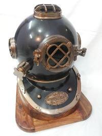 Antique Diving Helmet 02