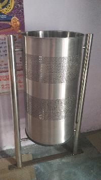 Stainless Steel Deluxe Dustbin 03
