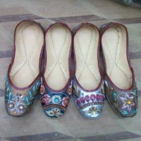 Ladies Leather Mojari