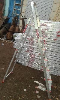 Aluminium Step Ladder With Railing