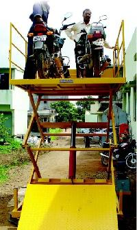 Hydraulic Vehicle Unloading Lift