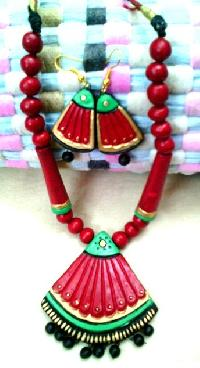 High Street Fashion Terracotta Necklace